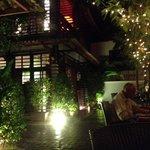 Frente do restaurante. Area externa agradavel.