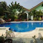 Pool mit Blick aufs Haupthaus