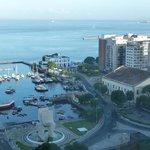 Vista del Mercado Modelo y del muelle desde donde salen los catamaranes a Morro