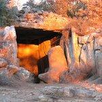 El cercano dolmen de Llanera durante el solsticio