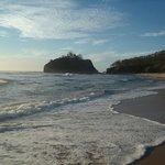 Playa Pelada con la marea alta (A 10 minutos caminando desde el hotel)
