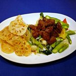 Wok-fried Beef Tenderloin with Lily Bulbs