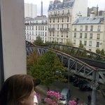 Torre Eiffel, a esquerda