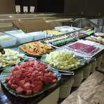 Buffet mit Süßspeisn und Obst