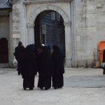 Mulheres de burka, muito comum por aqui