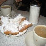 Café au lait et beigets at Café du Monde