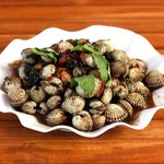 Grilled clams with garlic and chilli