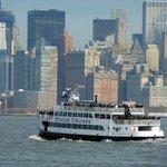 Barco com Vista de Manhattan