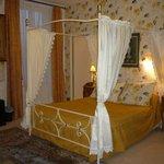 кровать  в старинном стиле