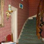 лестница на второй этаж к номеру