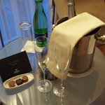 Champagne & welcome card from the Hotel Manager :)