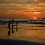 coucher de soleil sur la plage toute proche