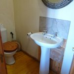 Salle de bains avec toilette