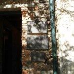 Plaques commémoratives à l'entrée de ce petit musée hébergé dans une bâtisse du XVIIIème siècle