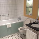 Modern bathtub that will fill up quick