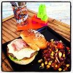 Cheese Burger whit Salad