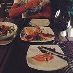 Брускетта и греческий салат