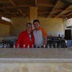 Это я и Эхаб-Самый лучший бармен огромного пляжа Бич Дримз !!!