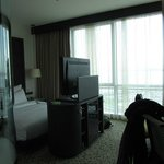 Glasfront Fenster und TV
