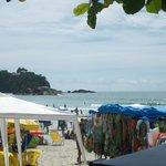praia em frente a pousda