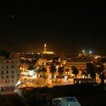 Вид из номера на мечеть Hassan ночью