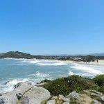 Praia da Barra do alto do morro.