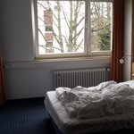 Zimmer mit Blick in den Innenhof  - Das Bett war natürlich gemacht, das waren wir