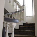 Отель Calacoto, лестница в одном из зданий