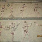 ビキニを着けた女性たち