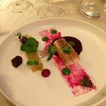 Duo de foie gras et anguille/ pommes vertes/ structure de betteraves rouge