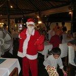 Weihnachten 2013 Santaklaus beschert die Kinder