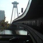 Zugang unter der Brücke.