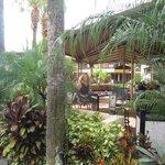 Terasse vor dem Hotelshop sehr netter Platz zum verweilen auf ein Getränk!