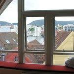 Вид на набережную Bryggen из окна люкса