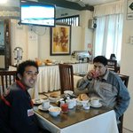 Desayunando con mi amigo Frank.
