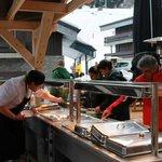 Le service sur la terrasse du Cafe Del Mott
