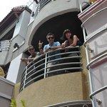 друзья жили на третьем этаже, у них обычный балкон