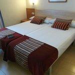 Barcelona, España, Hostal Central. Camas cómodas y limpias.