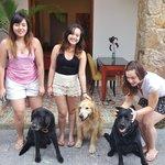 Os cachorros dos donos da pousada são fofos dmais!!! *-*