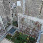 Blick aus dem Zimmer im 5. Stock, Innenhof