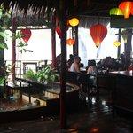 Hygge i restauranten i regnvejr