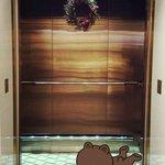有視覺效果地板的電梯