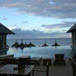 bar ristorante con piscina