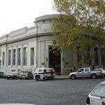Une banque à l'angle de General Flores et De Espana