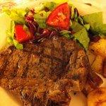 ホテルのレストラン-ティーボーンステーキ