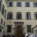 Prédio do Hotel visto da Piazza Madonna Aldobrandini