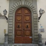 Portão de entrada do prédio.