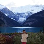 透き通る様な氷河湖レイクルイーズ
