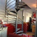 Pittoresque escalier menant à la salle du deuxième étage