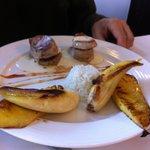 Solomillo Ibérico en salsa de tetilla con arroz al vapor y plátano y piña a la plancha !!! Exqui